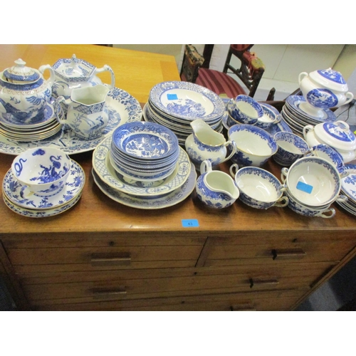 44 - A quantity of blue and white ceramics to include Willow pattern cutlery Location: RAM...