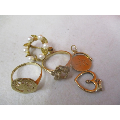 10 - Mixed 9ct gold to include two charms 8.35g Location: CAB...