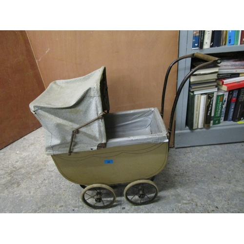 39 - A late 19th/early 20th century wooden and metal doll's pram Location: G...