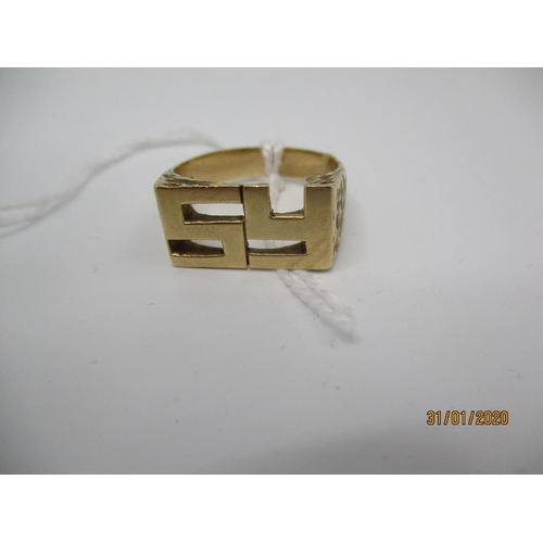 71 - A 9ct gold ring with an S and Y initials, 8g Location: CAB...