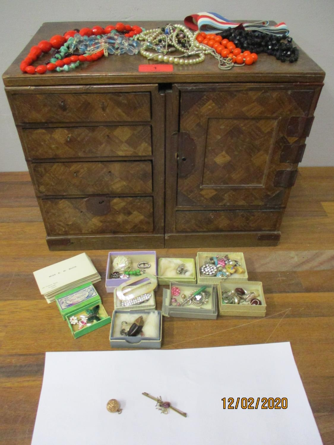 Home Furnishings & Collectables