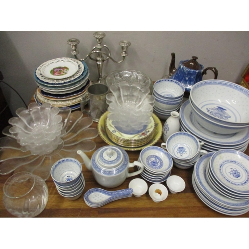 21 - 19th Century and later ceramics and glassware to include decorative plates, a Chinese dinner service...