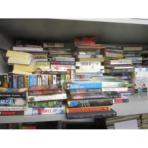 134 - A quantity of modern novels Location: G...