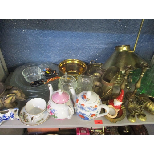120 - A quantity of 20th century brassware to include two brass lamps, together with mixed glass, ceramics...