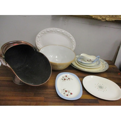 24 - A quantity of mid to late 20th Century ceramics to include kitchenware, a mixing bowl and platters, ...