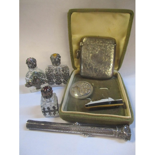 102 - Collectables to include a silver vesta case with engraved decoration a pen/pencil combination in a w...
