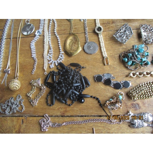 29 - Mixed costume jewellery to include a gold plated child's adjustable bangle, turquoise stones and sim...