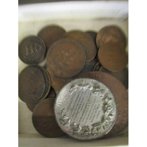 16 - A selection of British and foreign coinage to include packaged collectors coins, commemorative coins...