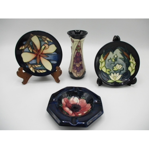 314 - Two Moorcroft pin dishes to include Lilly pattern, 5 3/4