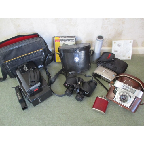 26 - A pair of Canon binoculars in travelling case, a Minolta Vectis 25 camera, an Agfa Colour Aportar ca...