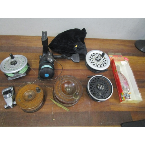 88 - Three fly fishing reels and two wooden brass reels to include a DAM90, LEEDA rimfly, LEEDA dragonfly...