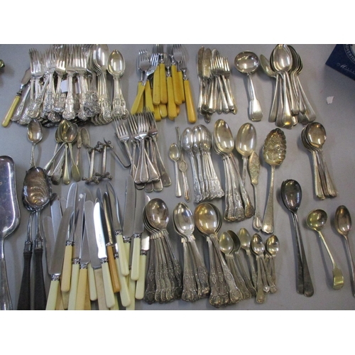 33 - Mixed cutlery and flatware to include silver plate ring and Queen's pattern Location: 9:3...