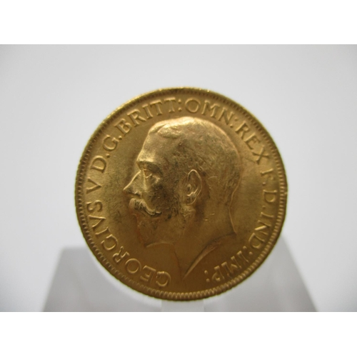241 - A George V gold full sovereign with St George to the obverse 1914...