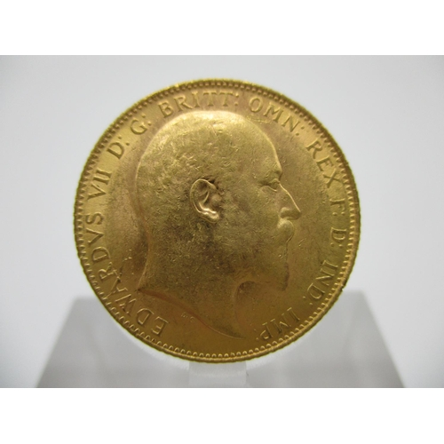 243 - An Edwardian gold full sovereign with St George to the obverse 1910...