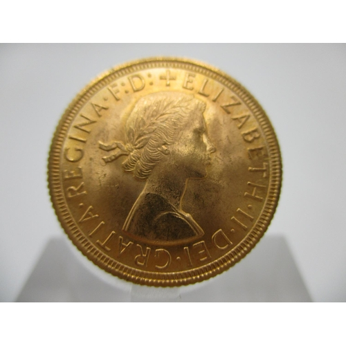 264 - An Elizabeth II gold full sovereign with St George to the obverse 1959...