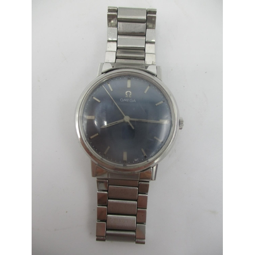 18 - An Omega manual wind gents, stainless steel 1960s wristwatch having a blue dial with centre seconds,...