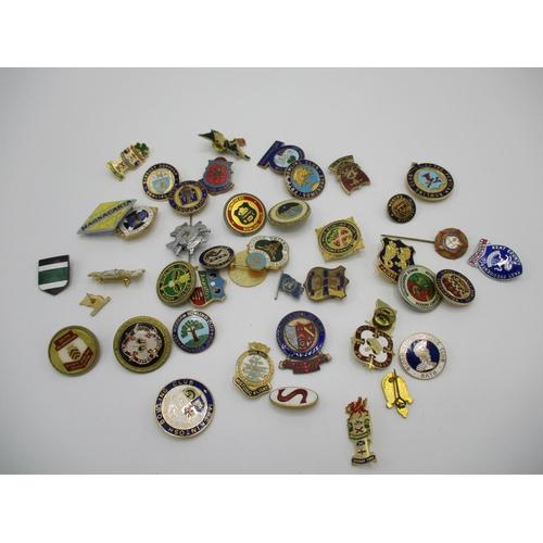 254 - Enamelled metal mainly bowling club badges...