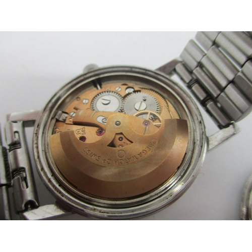 51 - An Omega automatic gents, stainless steel wristwatch, circa 1972 having a silvered dial with baton m...