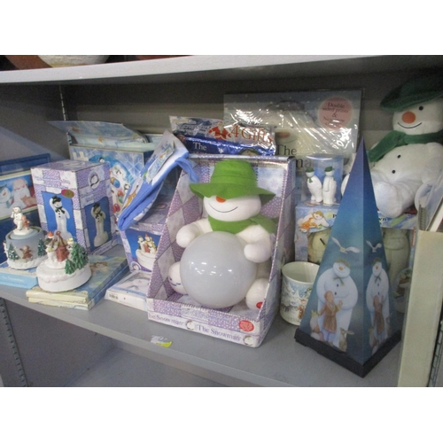 134 - The Snowman - a selection of The Snowman related items to include a puzzle, mini paint your own stat...
