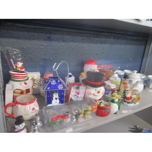 136 - A mixed lot of Christmas themed items to include teapots, plates, a snowman head jar, snow globes an...