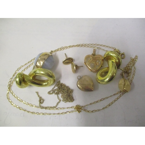 17 - Mixed jewellery to include a 9ct gold heart shaped locket, necklace and other items Location: CAB...