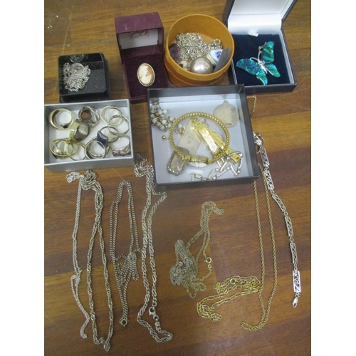 18 - A mixed lot of silver and costume jewellery to include a silver bar, silver rings, Art Deco ladies w...