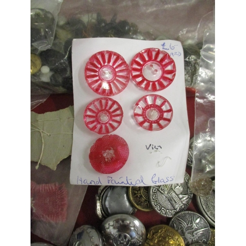 38 - A large collection of vintage buttons to include early to mid 20th century plastic buttons, hand pai...
