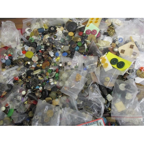 41 - A large quantity of vintage buttons to include early to mid 20th century examples and a white Artid ...