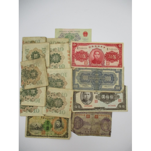 132 - One hundred and eighteen 10 yen Chinese banknotes, along with a one yvan, a 500 yuan, a 100 yuan, a ...