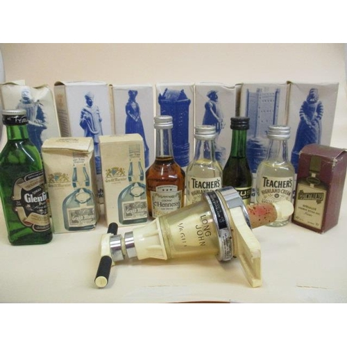 25 - Fifteen miniature bottles of spirit to include Hennessy Cognac, Teachers, Glenfiddich A/F (Some bott...
