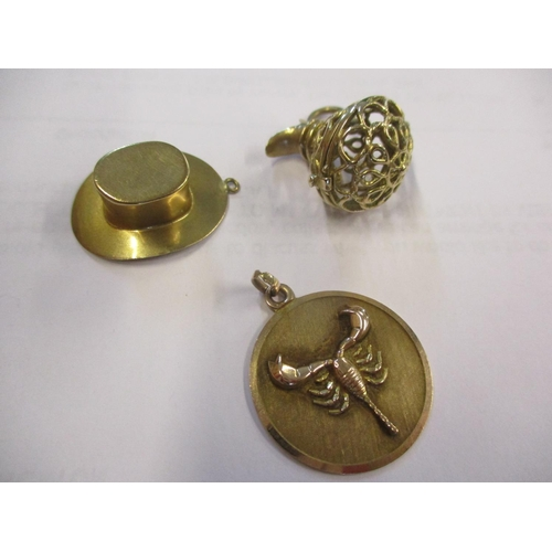 3 - A quantity of 9ct gold jewellery comprising a pendant in the form of a top hat, a pendant with an im...