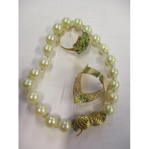 9 - A pearl bracelet having twenty pearls and a 9ct gold clasp together with an 18ct gold contemporary r...