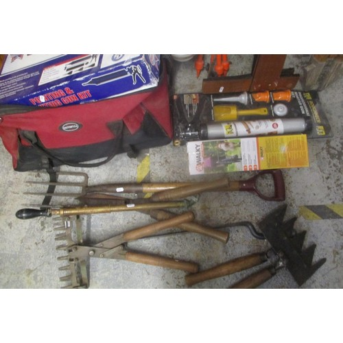 45 - A mixed lot to include a vintage folding ladder, garden tools, boxed pointing and grouting gun kit a...