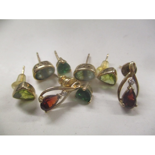 17 - Mixed 9ct gold earrings to include peridot earrings and others total weight 4.3g Location: CAB...