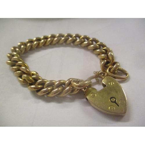 19 - A 9ct gold bracelet having a heart shaped locket, 13g Location: CAB...