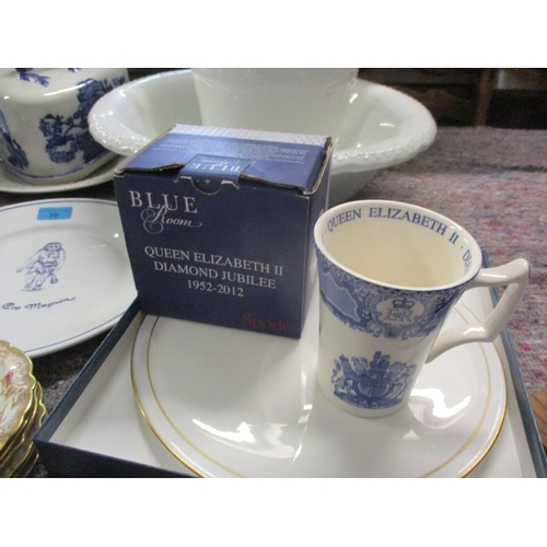 30 - Mixed 20th century ceramics to include an early 20th century part tea service, a Regent serving dish...