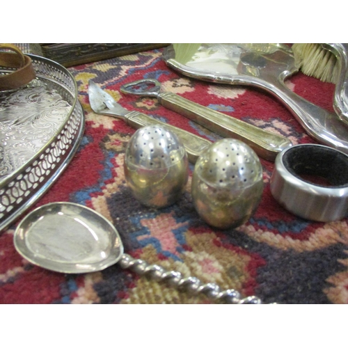 39 - A small quantity of silver plated and white metal items, modern Chinese rice bowl lids and other ite...