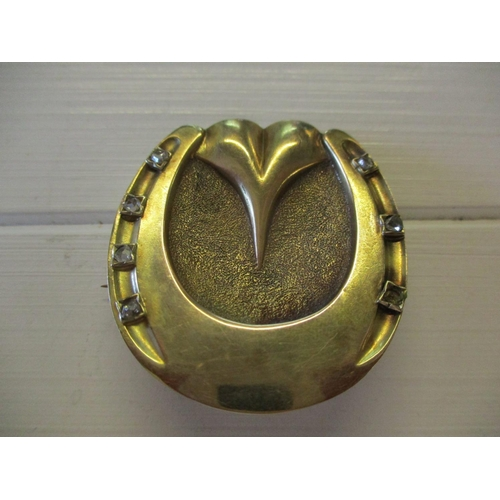 47 - A gold horseshoe brooch inset with diamonds, 4.3 cm x 4 cm, 9 g, tests as 14 ct gold...