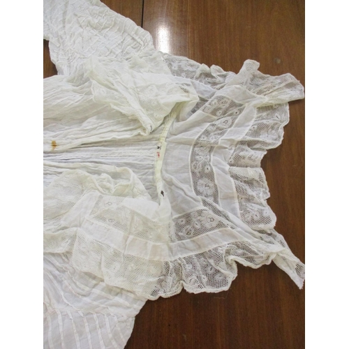 195 - A selection of 19th century and early 20th ladies cotton and lace clothing to include undergarments,...