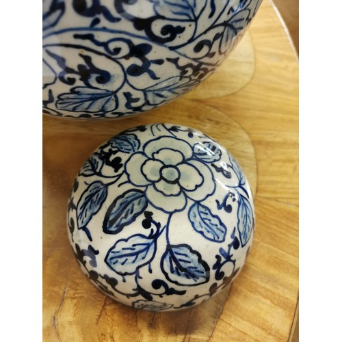 65 - A 20th century Chinese blue and white porcelain lidded ginger jar, of globular form with domed lid, ...