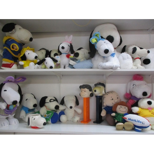 135 - A quantity of late 20th century and later Snoopy soft toys to include three battery operated Snoopy ...