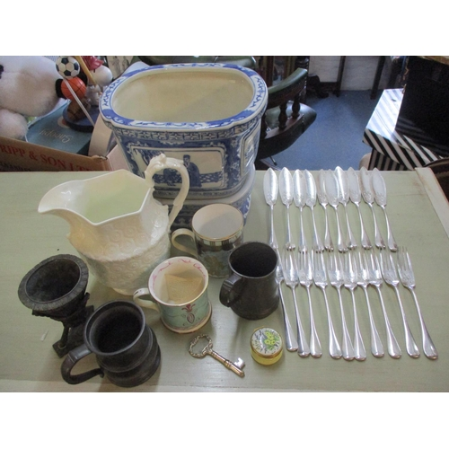 108 - A set of ten English silver plated fish knives and forks together with a 2oth century blue and white...