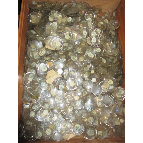 291 - A large quantity of watch glass of various sizes Location: G...