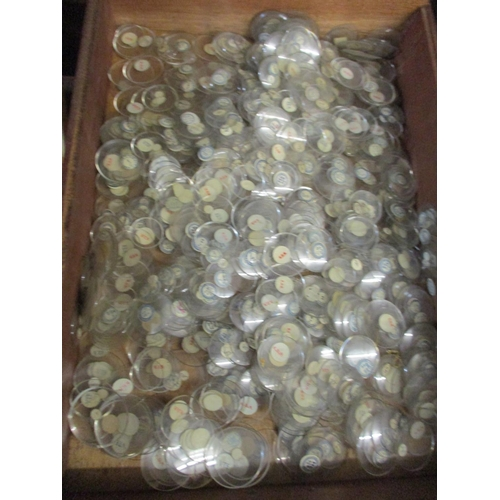 292 - A large quantity of watch glass of various sizes Location: G...
