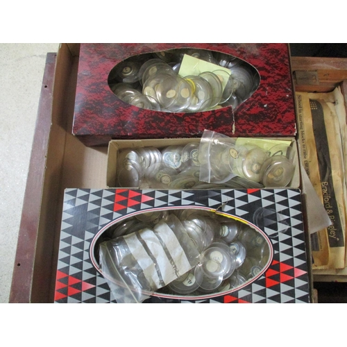 294 - A large quantity of watch glass of various sizes Location: G...
