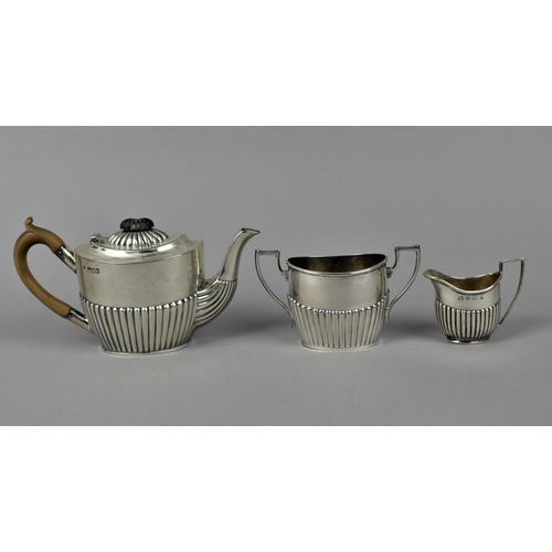 96 - A late Victorian silver teapot and sugar bowl by Robert Pringle & Sons, London 1899, with part flute...