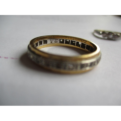 21 - ****THIS LOT HAS BEEN WITHDRAWN**** A 15ct and three diamond engagement ring with platinum mount tog...