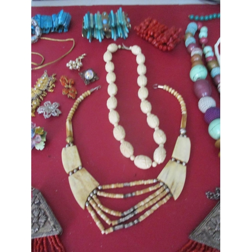 39 - A large quantity of costume jewellery to include vintage beaded necklaces. Location: RWM...