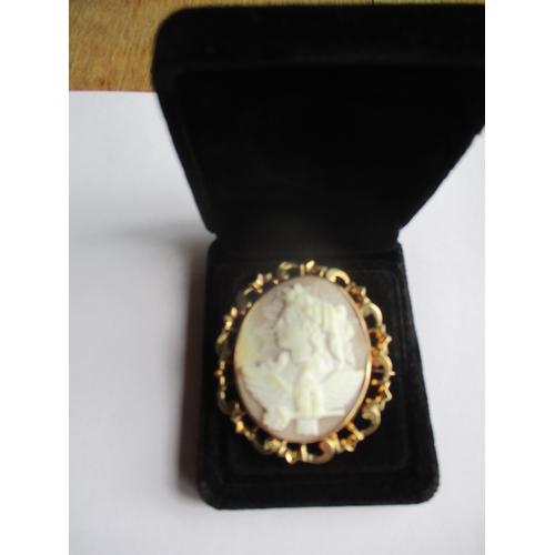 4 - A gold coloured framed cameo Location: CAB
