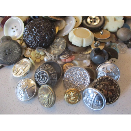 40 - A large quantity of imperfect 1940s Artid buttons A/F, to include 'Fido the Dog', '19th century lady...